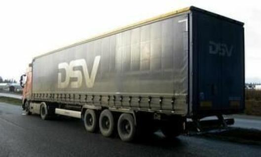 Dansk DSV-tralle lastet med møbler fra Stranda som skulle til Tyskland.