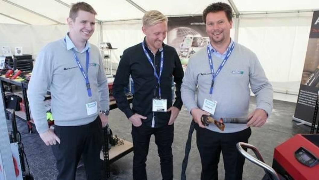 Fra venstre: Daglig leder i Bildiagnoise AS, Vidar Huke Larsen, markedskoordinator i Alesco International AB, Paul Gunnarsson og salgskonsulent i Bildiagnose, Jan Petter Ryen med Alesco A1200 i bruk.