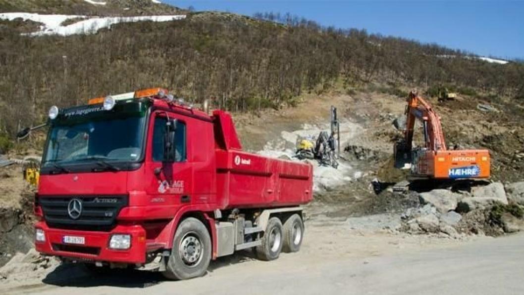 Hæhre Entreprenør AS har startet arbeidet med å rydde frem området der tunnelforskjæringen skal sprenges ut.
