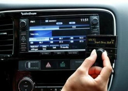 Slik ser en av adaptermodellene du kan koble til bilen din for å slippe å bytte ut anlegget ditt.