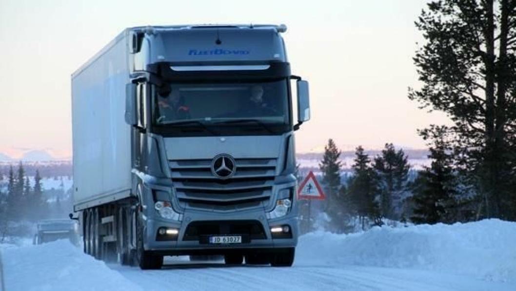 Vakkert og utfordrende. Skikkelige vinterdekk både på bil og henger er avgjørende for sikkerheten.