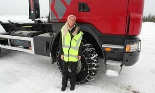 Produkt demo-spesialist Caroline Nordengrip fra Allison Transmissions var instruktør i en Scania G440 CB6x6HHZ med kjetting på alle hjul. Bilen var utstyrt med en Allison GA867R automatgirkasse og Allison-retarder.