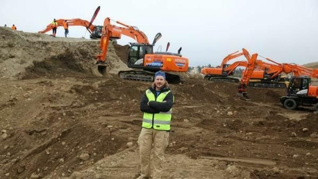 Sjur Wethal i Nasta AS har med seg 18 maskiner til Test & Drive 2014, blant annet en splitter ny hybrid gravemaskin.