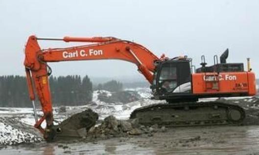 Den ene av testmaskinene under arbeid på den nye E-18-parsellen Homstvedt-Melleby i Østfold.