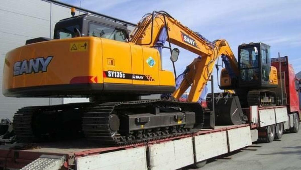 De to første Sany-graverne sendes til forhandler Anlegg og Miljøservice AS i Sandefjord. Det er modellene SY75C og SY135C på 8 og 14 tonn.