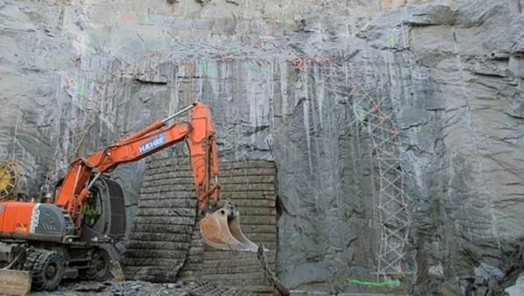 Her gjøres det klart for første salve i det som skal bli en 500 meter lang tunnel.