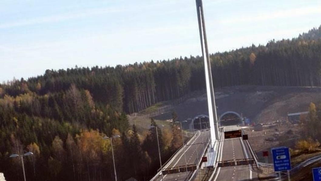 Smålenene bru, som krysser Glomma, er et viktig ledd på nye E18 gjennom Østfold.