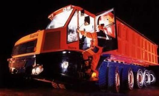 Supra på fem aksler og med en lastekapasitet på 80 tonn, er Sandvik Tamrocks utfordring og svar til tog eller beltetransport av malm i gruver. Fullastet er toppfarten 30 km/h.