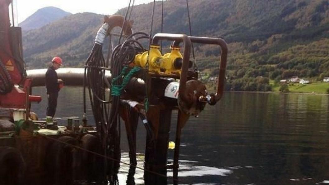 «Havbunnsfreseren» fra EB Marine er spesialutviklet for å fjerne hard masse på bunnen av Tresfjorden.