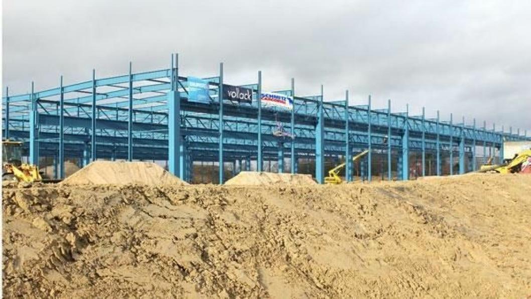 De bærende konstruksjonene er nå på plass for den nye fabrikken Schmitz Cargobull bygger i Altenberge i Tyskland.