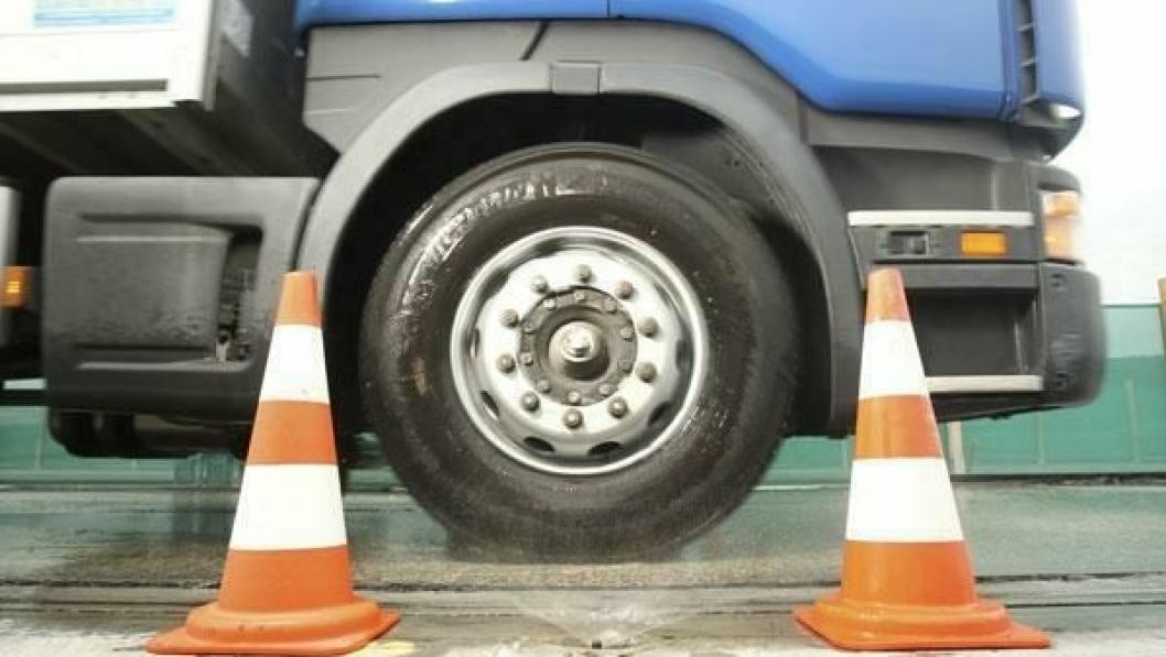 Michelin X MultiWay 3D vant DEKRAs dekktest på våt veibane med dekk slitt ned til tredjeparten av opprinnelig mønster.