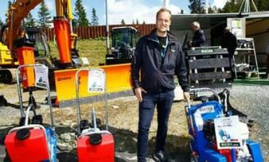 Produktansvarlig Rasco i Bulder Utstyr AS, Karl Andre Stenevik, hadde blant annet med et Rasco-skjær, og komprimatorer og asfaltsager fra italienske Fastverdini på Mefa 2014.