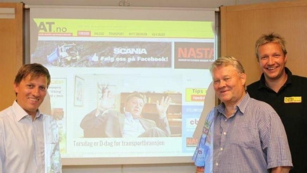 Hele organisasjonen i forlaget Bjørgu AS, utgiver av Anlegg&Transport, har sett frem til denne dagen. Her ved påtroppende redaktør Klaus Eriksen (f.v), redaktør Bjørn E. Eriksen og salgssjef Kenneth Johnsen.
