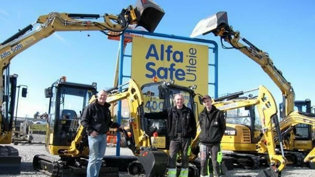 Fra venstre: Leif Malmin (transportansvarlig), Arle Ovin Grødeland (daglig leder) og Asbjørn Grødeland.