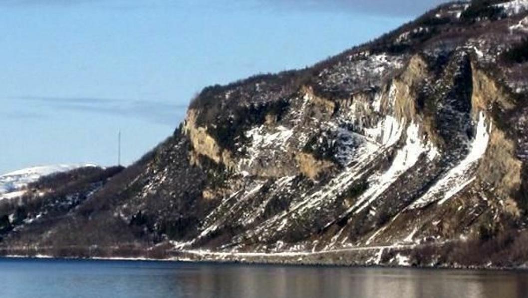 Fv. 848 på øya Rolla.
