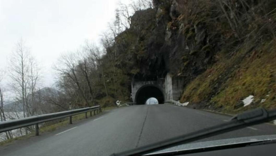 Vågstrandstunnelen erstatter smal veg med forvitert betongrekkverk mellom Våge, Farkvam og Stolsneset.