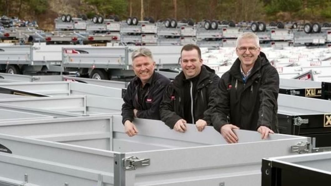 Daglig leder Lars Magne Bysheim (tv), Gisle Låstad og Kåre Stokken hos Tysse Mekaniske Verksted som fyller 50 år.