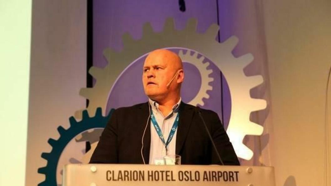 Albert Hæhre på talerstolen første dag av Anleggsdagene 2014.