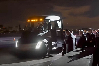 Se Tesla Semi akselerere