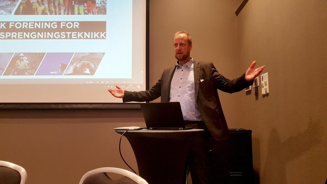 Styreleder Øyvind Engelstad i Norsk Forening for Fjellspreningsteknikk (NFF) kunngjorde tunnelstatistikken for 2017 på frokostmøtet under Fjellsprengningsdagen i Oslo 23. november.