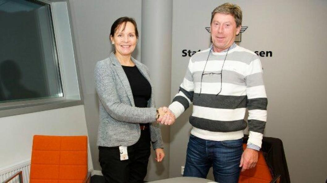 Tone Oppedal, Statens vegvesen Region vest og Ove Rune Varhaug i Kruse Smith signerte kontrakten verdt 360,4 millioner kroner.