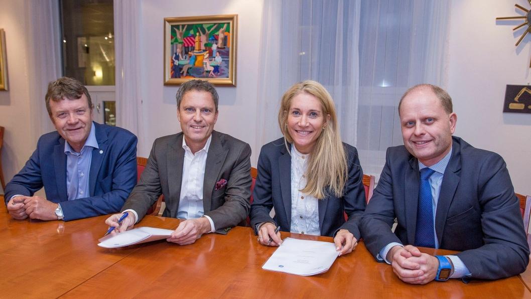 Maskinentreprenøres Forbund og forsikringsselskapet If fortsetter samarbeidet. Nå er ny avtale signert. F.v.: Arnstein Repstad (MEF), Ivar Martinsen (If), Julie M. Brodtkorb (MEF) og Knut Beckstrøm (If).