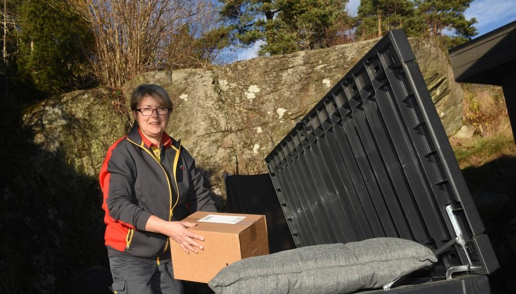 Postbud Bente Bråthe prøver «gjem-levering».