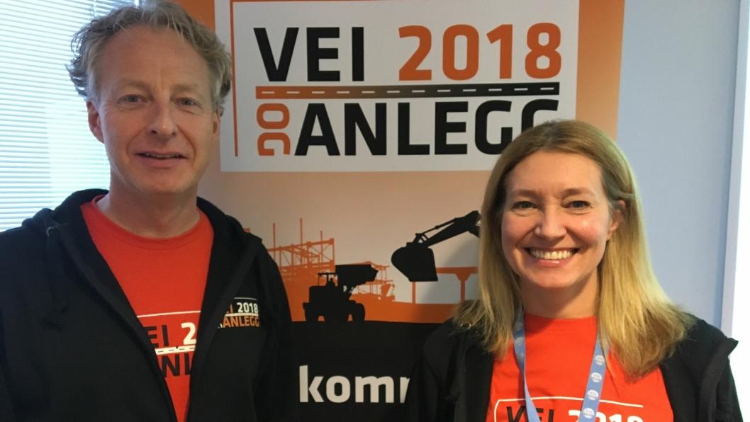 Fagsjef Njål Hagen og adm. direktør Tone Merethe  Lindberg presenterte rekordtallet i maskinsalget i Norge, og hadde i tillegg fokus på kommende Vei og Anlegg som arrangeres på Hellerudsletta i mai. Foto: Klaus Eriksen
