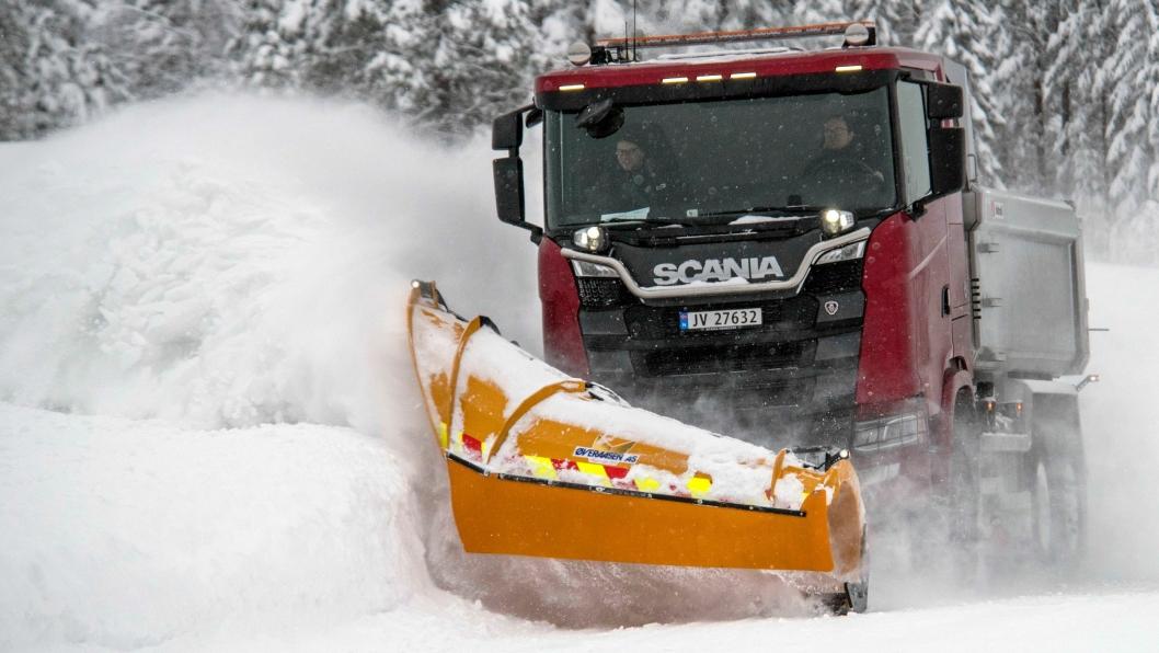 SPESIELL: Denne brøytebilen med 6x4*4 er den første med firehjulstrekk og V8-motor. Foto: Espen Braata