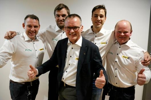 <p>SPECIAL-TEAM: Pon Equipment har holdt en lav profil i utviklingen av batterigraveren, men gleder seg stort over å slippe nyheten nå. Pon-teamet fra venstre: Espen Paulseth, Eivind Hafslund, Erik Sollerud, Pål Brandvold og Ole-Petter Holene. Foto: Klaus Eriksen</p>