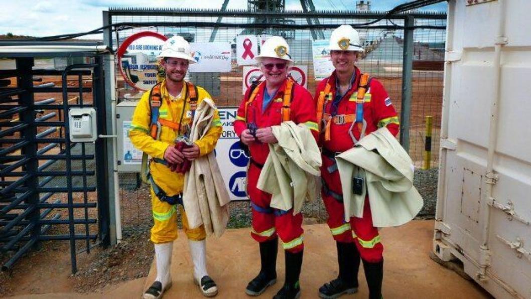 Fra venstre: Sjefsgeolog i Aveng Mining, Alan Cooper, Gudmund Lunden og Sveinung Brude. Foto: Øyvind Ellingsen, Statens vegvesen