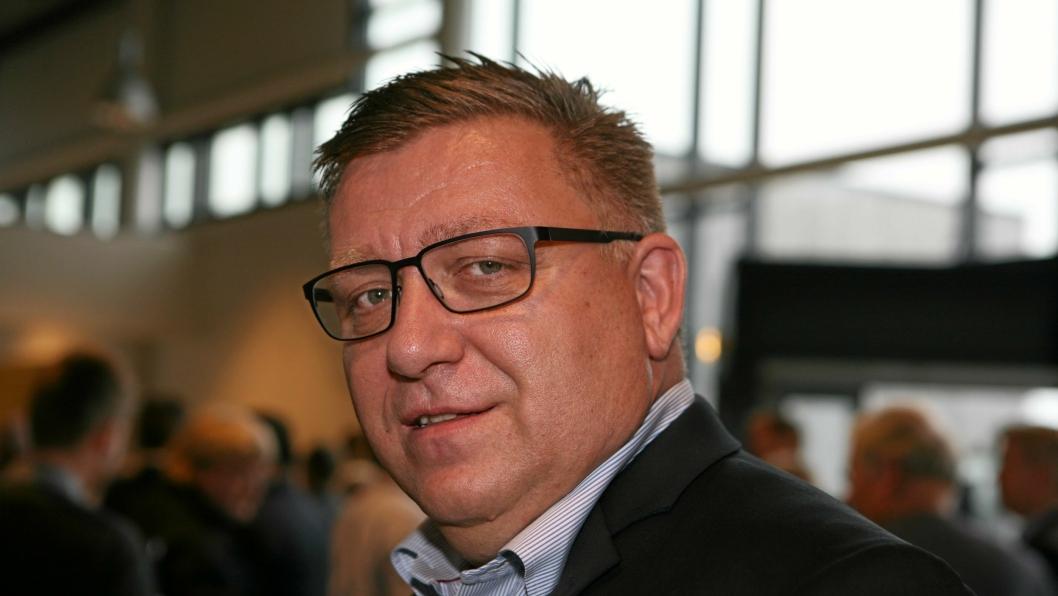 Geir A. Mo, adm. direktør i Norges Lastebileier-Forbund (NLF): - For oss er det transport som gjelder, og at våre medlemmer leverer de beste transportløsningene, noe som i de aller, aller fleste tilfeller involverer en lastebil. Men vi har også medlemsbedrifter som bruker varebiler, tog, fly og båt, sier «lastebilgeneralen» som også understreker at NLF arbeider beinhardt for å sikre gode vilkår for transportnæringen. – Vi skal levere konkurransedyktige norske transporttjenester i en tid med et sterkt økende transportbehov og en stadig sterkere internasjonal konkurranse, understreker Mo. Foto: Per Dagfinn Wolden