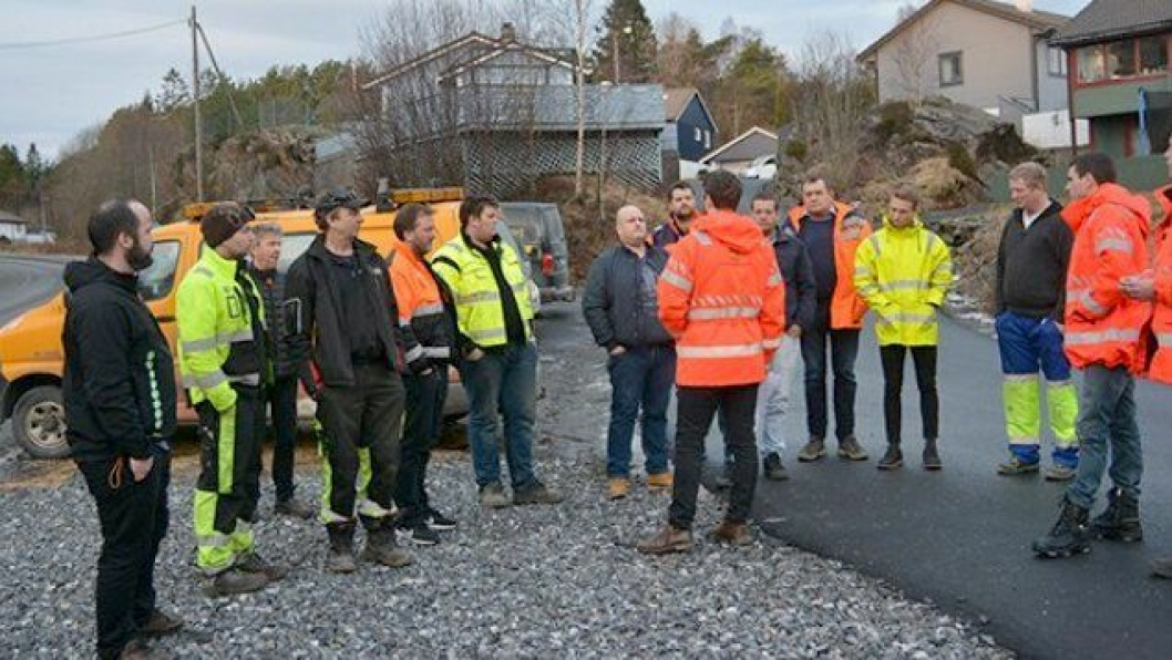 Det var stor interesse for tilbudsbefaringen også. Her fra Grensedalen på Askøy.