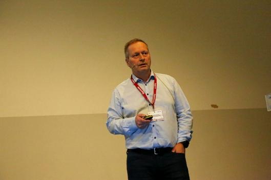 TALLKNUSER: Odd Arne Gransmo, økonomisjef i UCO, presenterte tall og analyser for utleiebransjen. Foto: Klaus Eriksen
