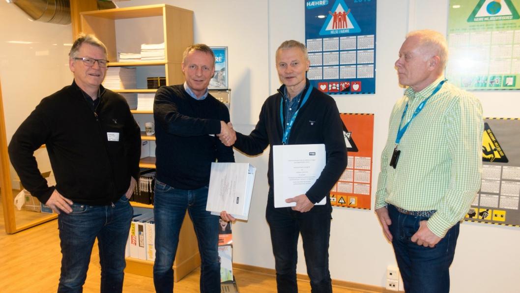 Fra venstre: Ole Oskar Torgunrud, Veidekke; Terje Olsen, direktør asfalt Veidekke; Knut Harstad, teknisk direktør BetonmastHæhre Anlegg AS og Ketil Sahlen, BetonmastHæhre.