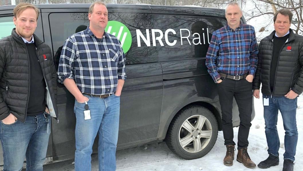 FORNØYD KVARTETT: Marius Johansen(t.v.) i Utleiesenteret AS, Per Karlsson og Hans Olav Hjartsjø i NRC Rail og Morten Dahl i Utleiesenteret AS kan se fram til et tett samarbeid i tiden som kommer etter at de nylig signerte en omfattende rammeavtale.