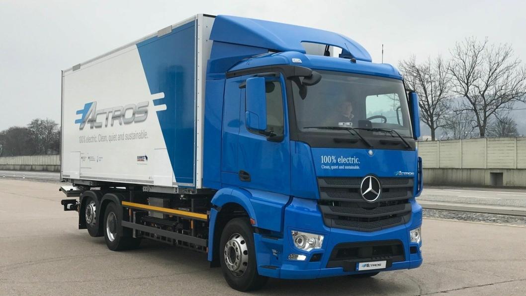 Nye Mercedes-Benz eActros. Sjåfør: Christof Bunz som er utviklingsingeniør hos Daimler Trucks.