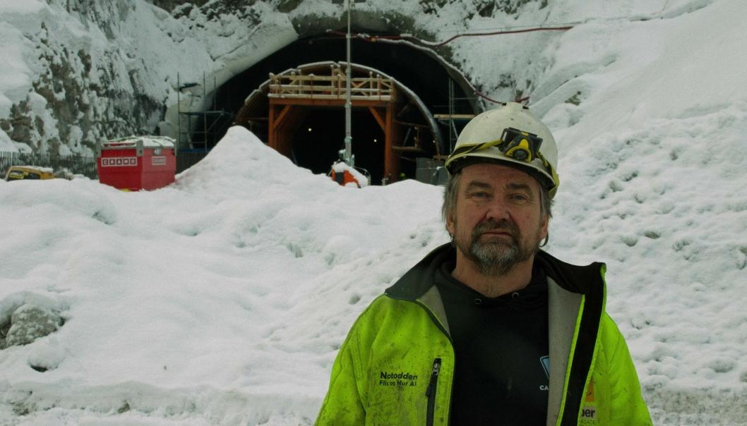 Tunnelen mellom Gvammen og Århus er det største oppdraget Notodden Flis og Mur AS har fått hittil, sier Trond Langedok som driver selskapet.