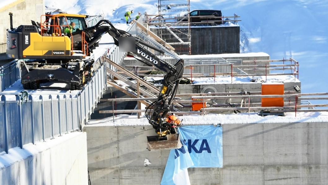 Det ble ikke arbeidet etter instruksen da dette bildet ble tatt i februar 2018 ved oppdemmingen av Gudbrandsdalslågen i Dovre og Sel kommuner i Oppland.