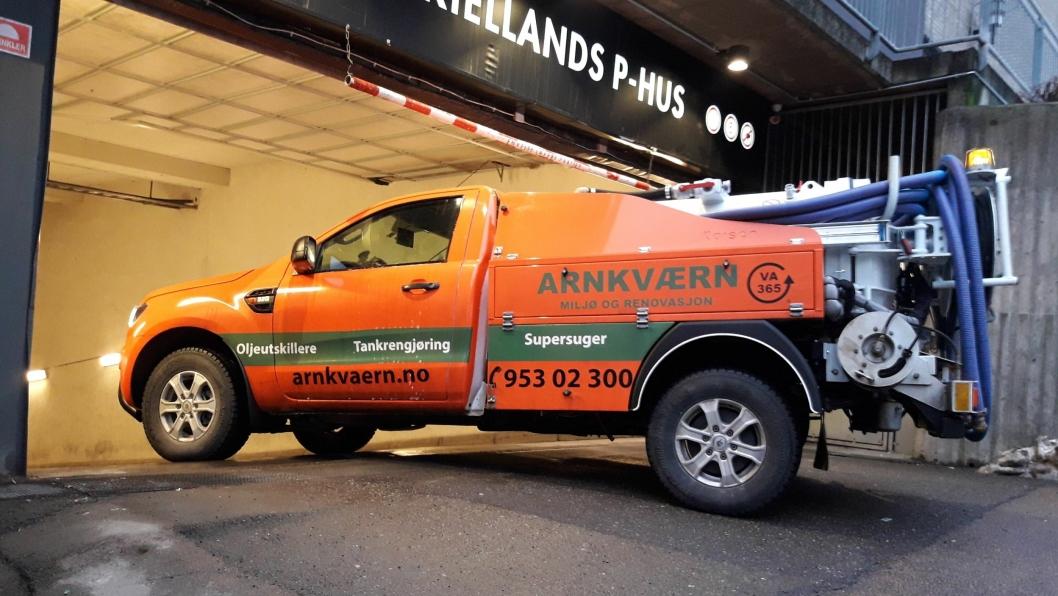 Denne Rangeren mener daglig leder i Arnkværn Miljø og Renovasjon Oslo AS, Christian Persson. er den minste spylebilen i Norge. Et bruksområde, er parkeringshus.