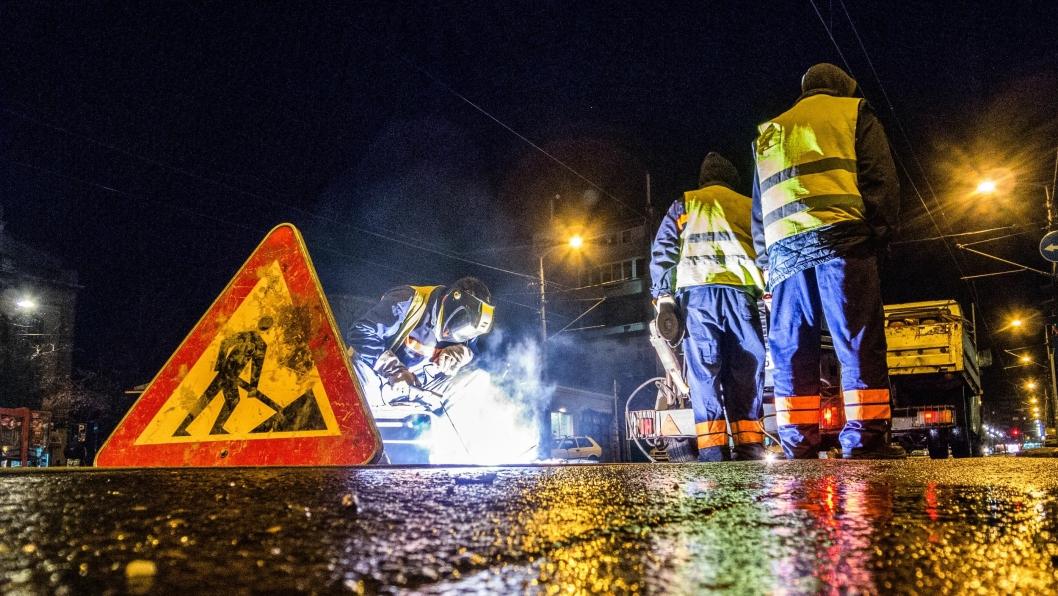 Arbeid ute i trafikken medfører stor fare for de som jobber der.