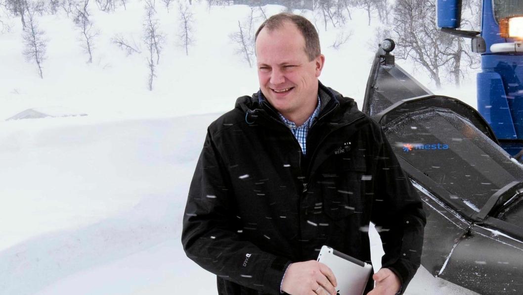 Samferdselsminister Ketil Solvik-Olsen åpner pengesekken for å få ned bompengegjelden i 2018.
