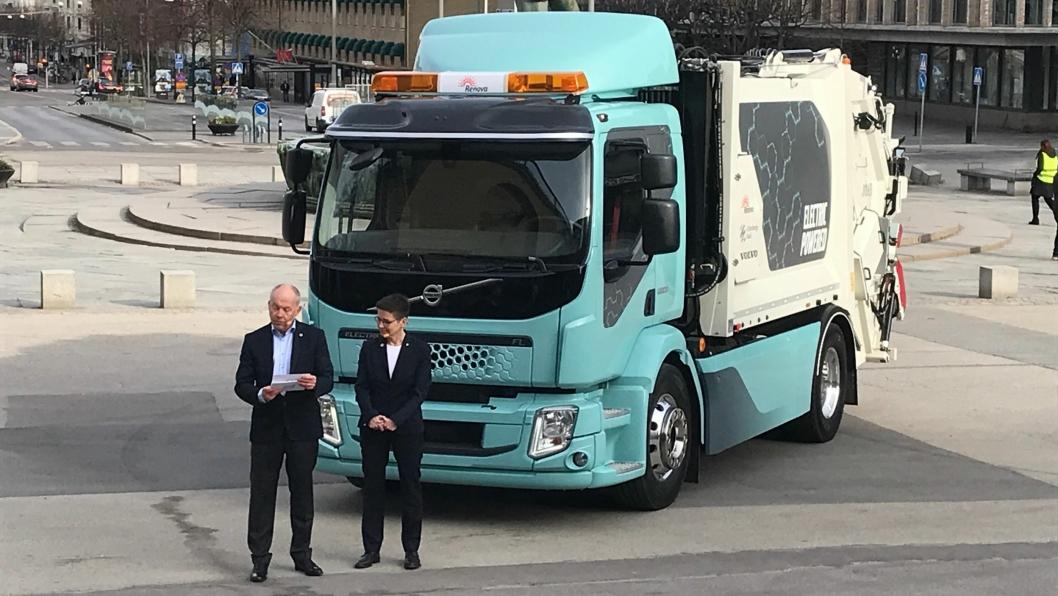 Volvo-sjef Claes Nilsson og Gøteborgs ordfører, Ann-Sofie Hermansson var på plass da bilen ble vist.