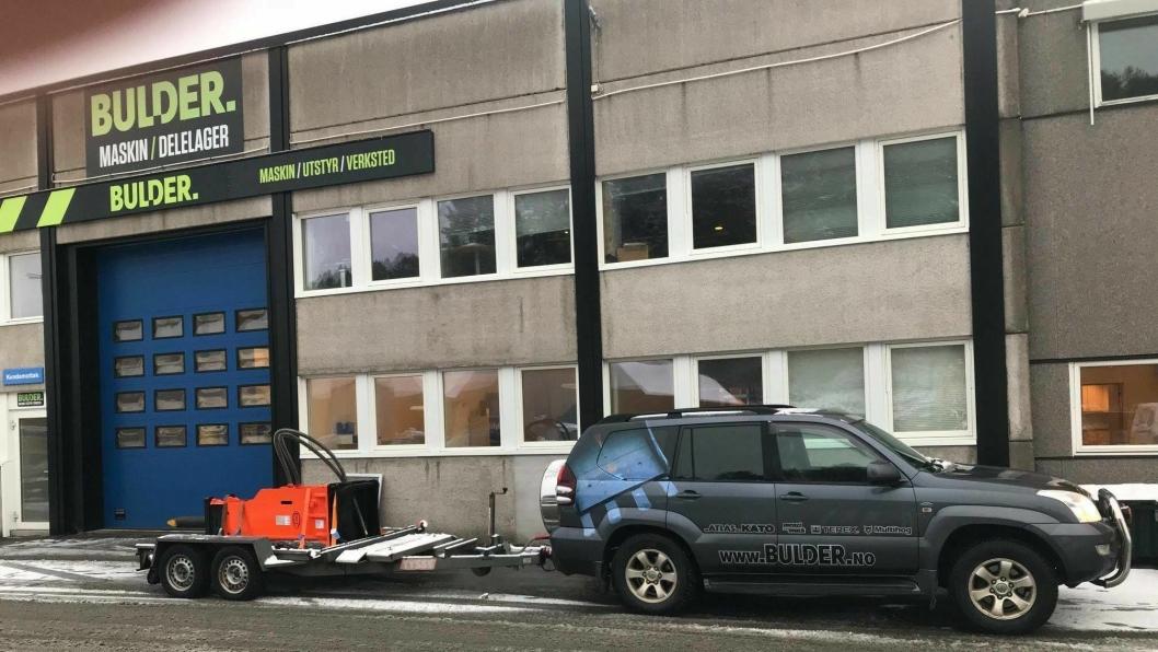 Bulder har mange verksteder og en utbygget salgsorganisasjon for salg av maskiner, utstyr og slitedeler. På Vei og Anlegg 2018 i mai, lanserer Bulder nettbutikk.
