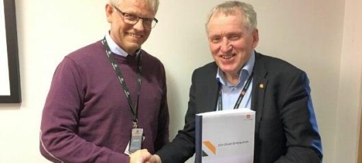 Signerte Nord-Norges største driftskontrakt