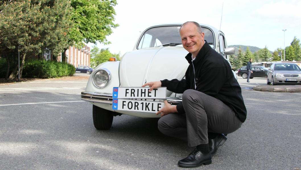 Samferdselsminister Ketil Solvik-Olsen har fått på plass en skiltordning med Sverige og Danmark om personlige norske bilskilt.