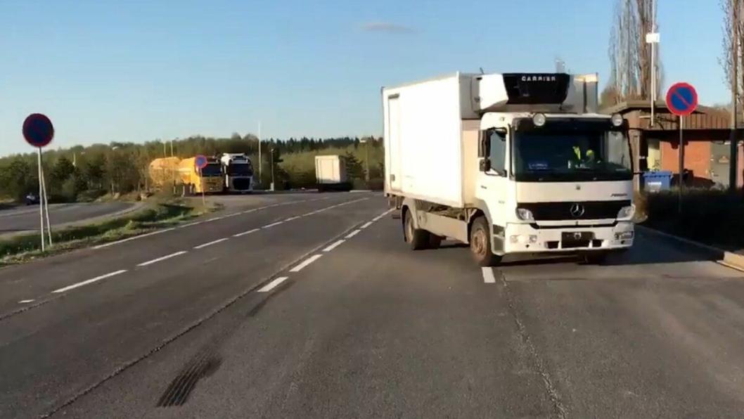 Svak og skjevfordelt bremseeffekt på norskregistrert lastebil på Jessheim kontrollstasjon.