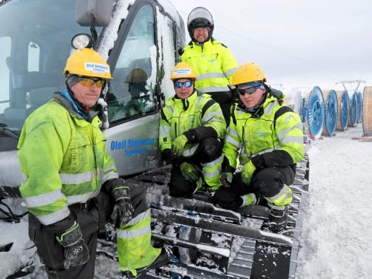 TEAMET: Da AT.no var på besøk, sto Ulf Tomas Hansen (foran f.v.), Paul Inge Thomassen, Jens Håvard Hansen og Mikkel Sokki (bak) for transporten inn på fjellet.