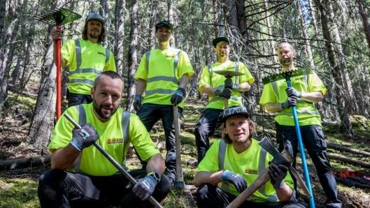 Det profilerte stibyggerprosjektet Tråkk 'n' roll er i full gang med å bygge et stort nettverk av terrengsykkelstier i Hallingdal. De profesjonelle stibyggerne er sponset med klær fra Blåkläder.