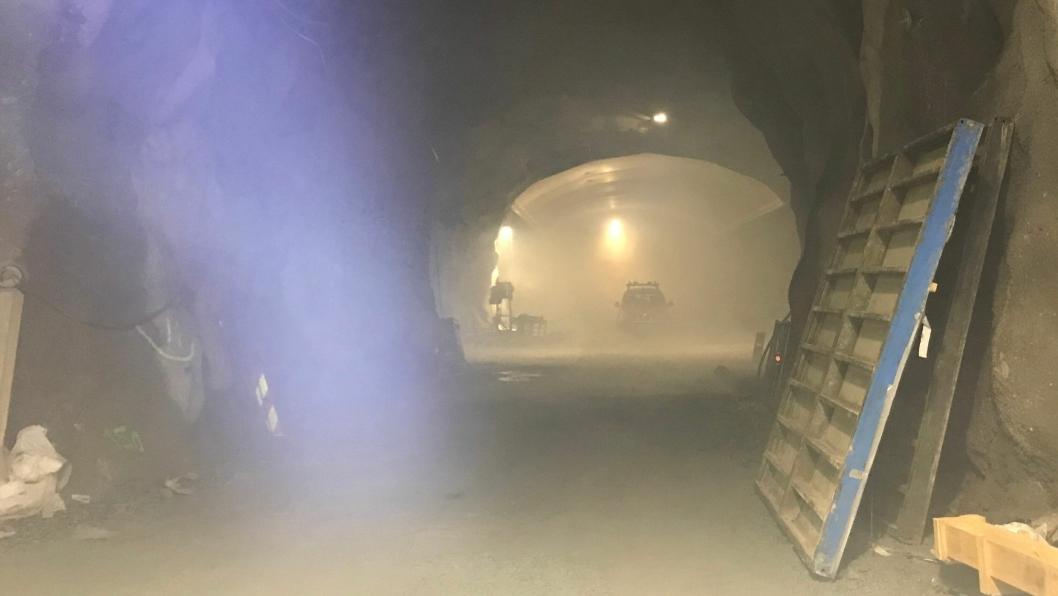 Både selve fjellhallen og tunnelløp ble fylt av røyk. – Det hele ble opplevd relativt reelt av de involverte i øvelsen, sier HMS-leder Aage Johannes Bu i NCC.